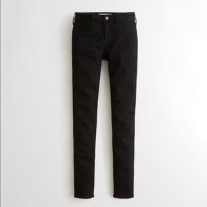 NWT Hollister Low-Rise Super Skinny Jeans in Black